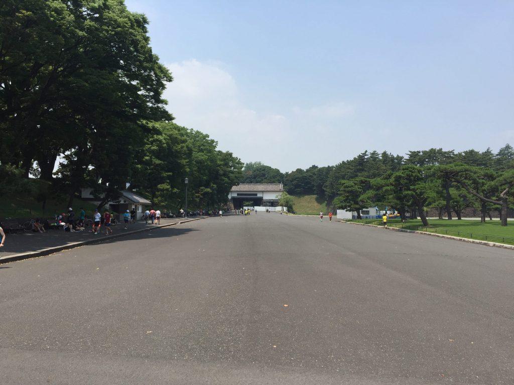 桜田門前広場の休憩スポット