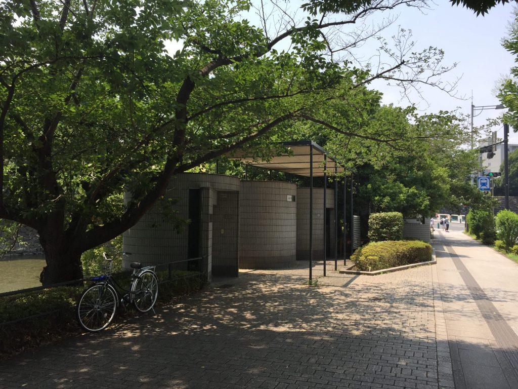 竹橋駅手前のトイレ2